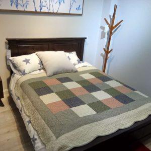 纯实木简美经典高床头实木床
